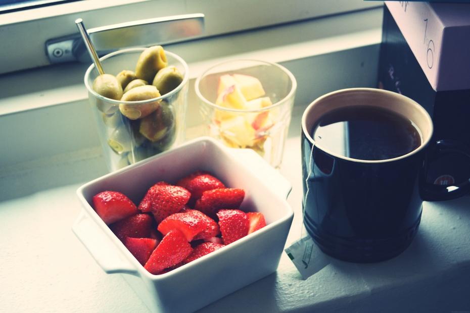 Syg-jordbær-oliven-æble-the