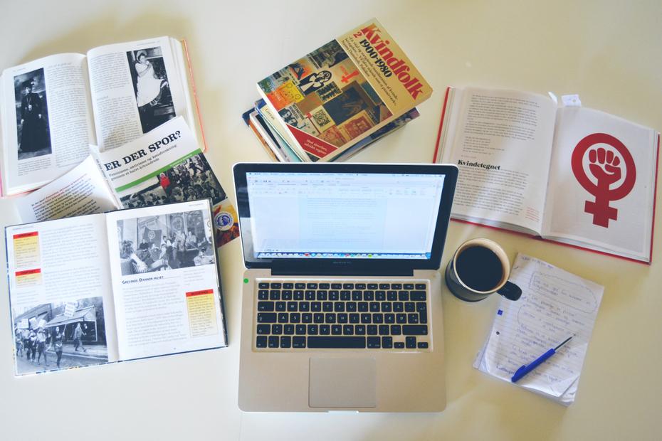 Dash-opgaveskrivning-kaffe