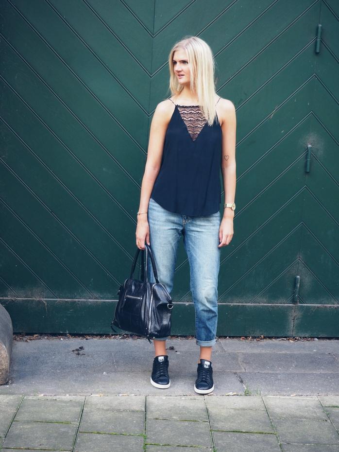 Outfit-boyfriend-jeans-blondetop