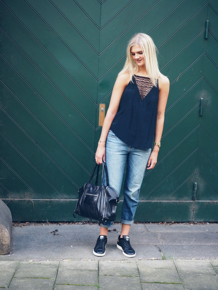 Outfit-boyfriend-jeans-blonde-top