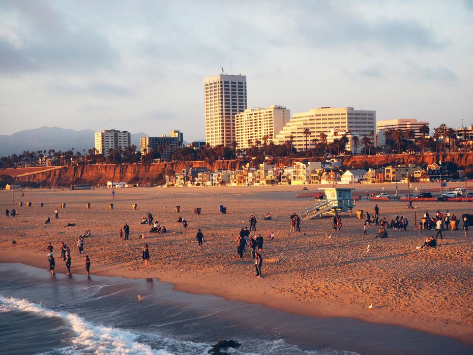 Santa-monica-pier-beach