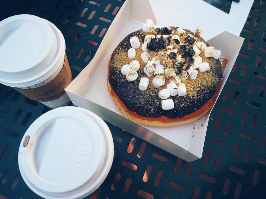 Kæmpe-donut-kaffe