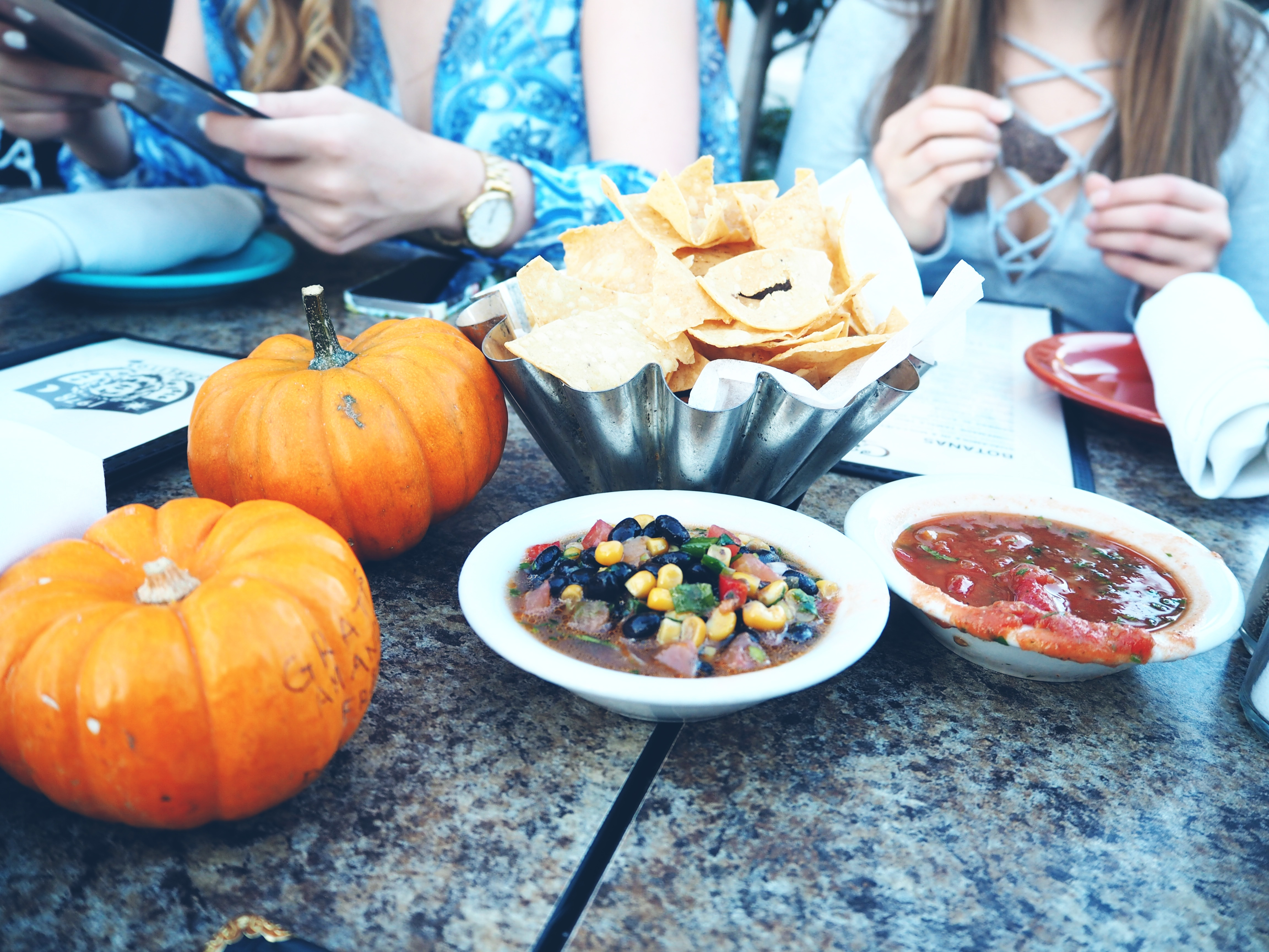 Nachos-salsa-dip