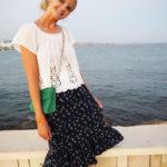 Outfit-hvid-top-blå-nederdel